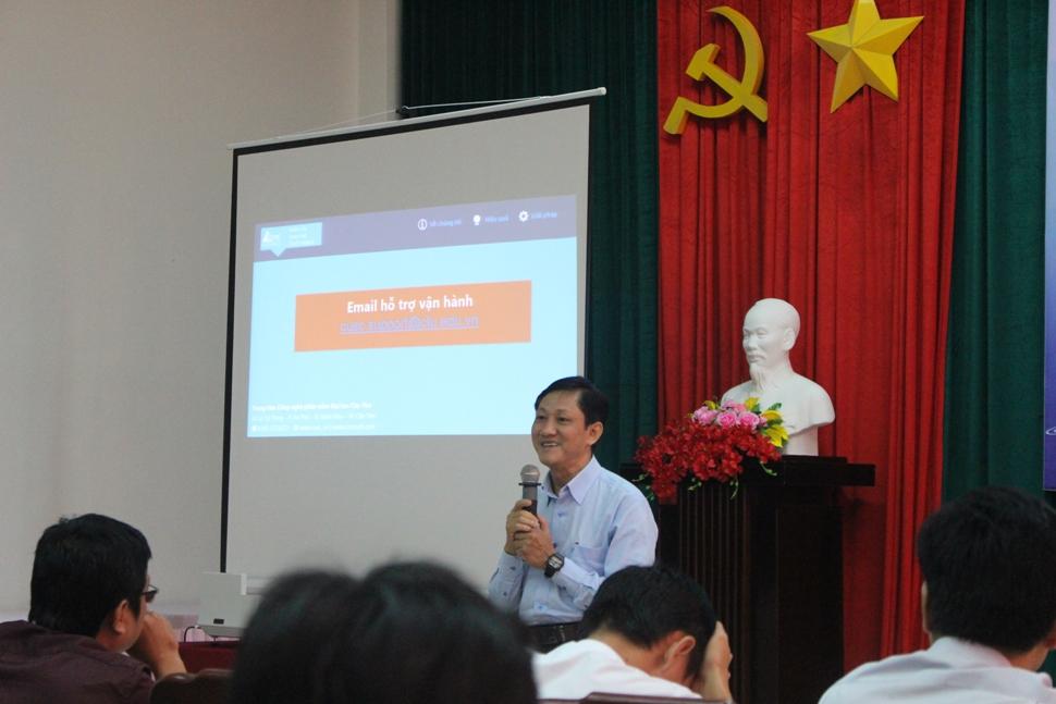 Ông Nguyễn Hoàng Việt - Giám đốc Trung tâm Công nghệ phần mềm Đại học Cần Thơ phát biểu cam kết phối hợp với Sở Thông tin và Truyền thông tỉnh Sóc Trăng